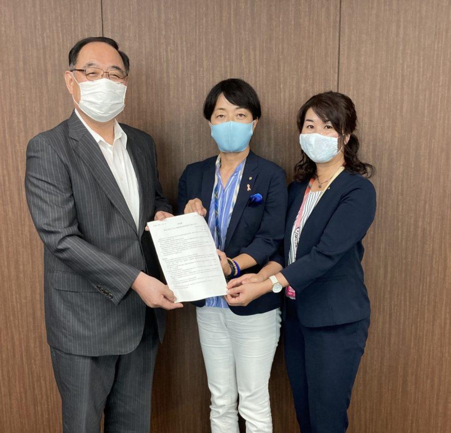 新型コロナウィルス感染者の発生状況の公表に仕方についての要望書を提出しました。